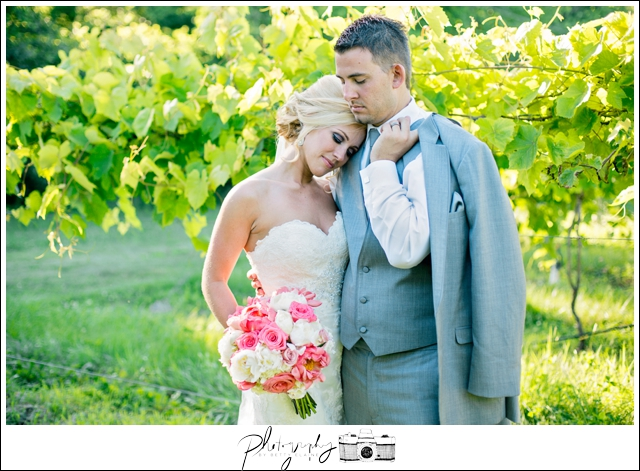 36-bride-groom-photos-bridal-married-noboleis-vineyards-Seattle-wedding-photographer-Wedding-Photography-by-Betty-Elaine