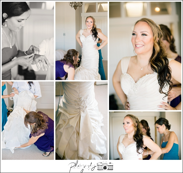 5-Getting-Ready-Putting-on-Wedding-Dress-Bridal-Gown-Seattle-Wedding-Photographer-Photography-by-Betty-Elaine