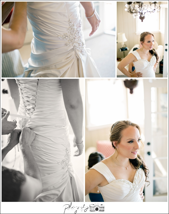 6-Getting-Ready-Putting-on-Wedding-Dress-Corsette-Bridal-Gown-Seattle-Wedding-Photographer-Photography-by-Betty-Elaine