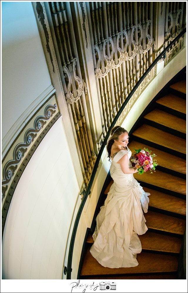 8-Bridal-Portraits-Grand-Island-Mansion-Walnut-Grove-CA-Staircase-Seattle-Wedding-Photographer-Photography-by-Betty-Elaine