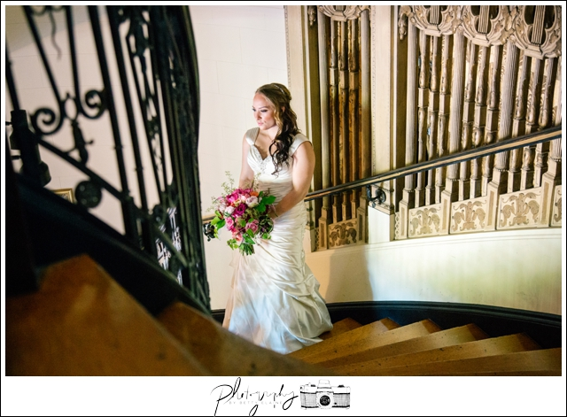 9-Bridal-Portraits-Grand-Island-Mansion-Walnut-Grove-CA-Staircase-Seattle-Wedding-Photographer-Photography-by-Betty-Elaine