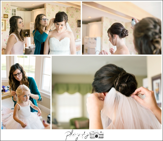 9-Getting-Ready-putting-viel-in-hair-Seattle-Wedding-Photographer-Photography-by-Betty-Elaine