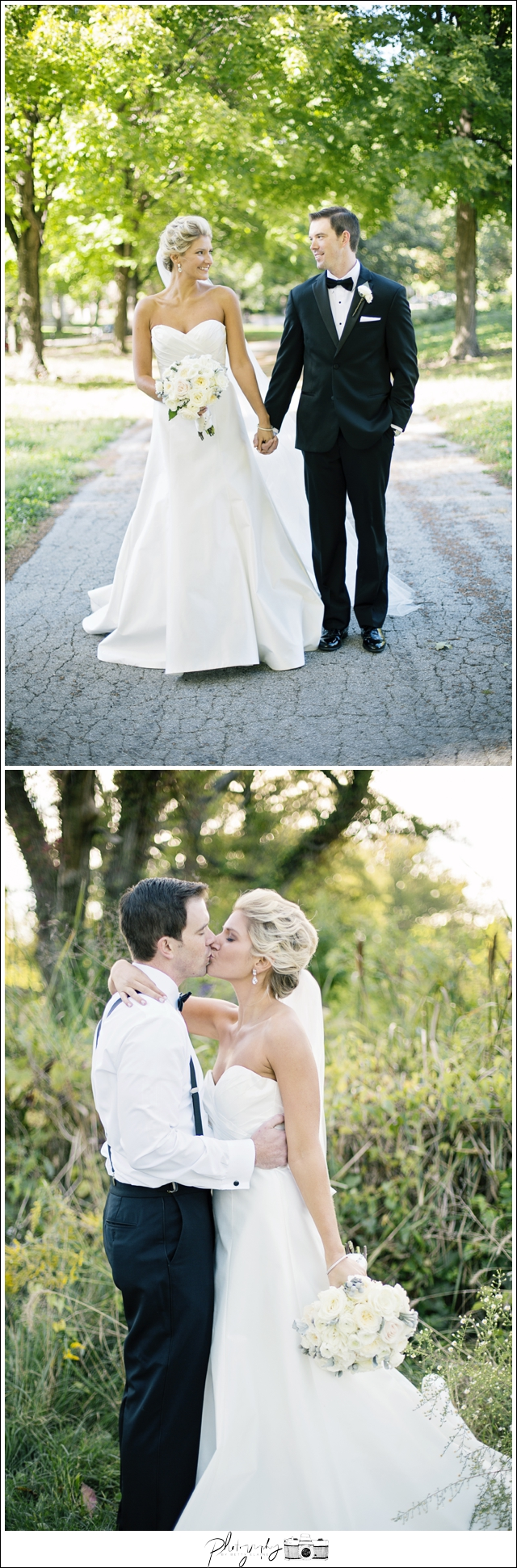 Wedding-Photographer-Bride-Groom-Kissing-Portrait-Seattle-Wedding-Photography-by-Betty-Elaine_0001