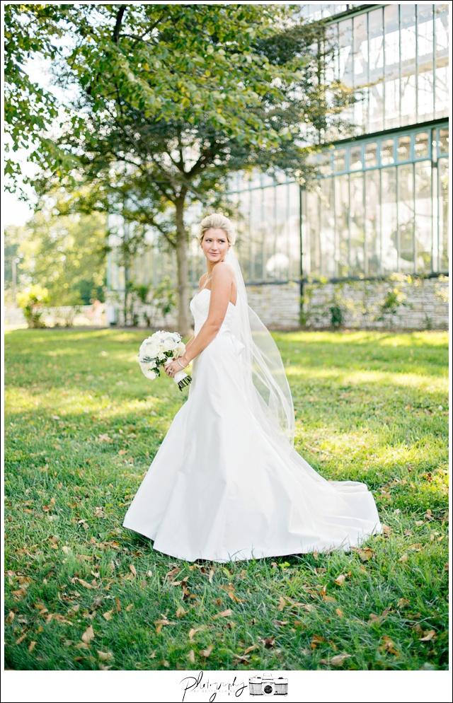 23-Bridal-Portraits-Romona-Keveza-Dress-Gowns-white-bouquet-Seattle-Wedding-Photographer-Photography-by-Betty-Elaine