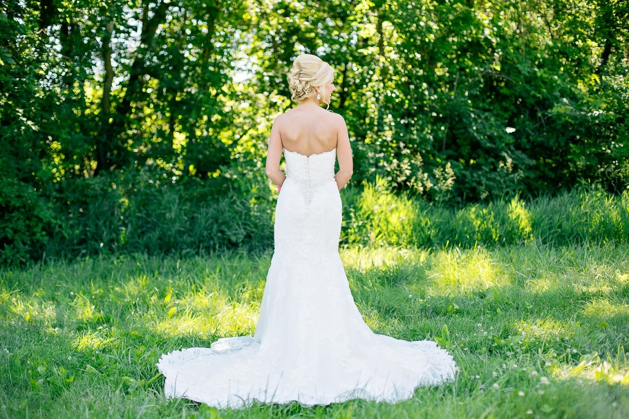 3-Vineyard-Winery-Cellars-Bridal-Gown-Snohomish-Photographer-Seattle-Wedding-Photography-by-Betty-Elaine
