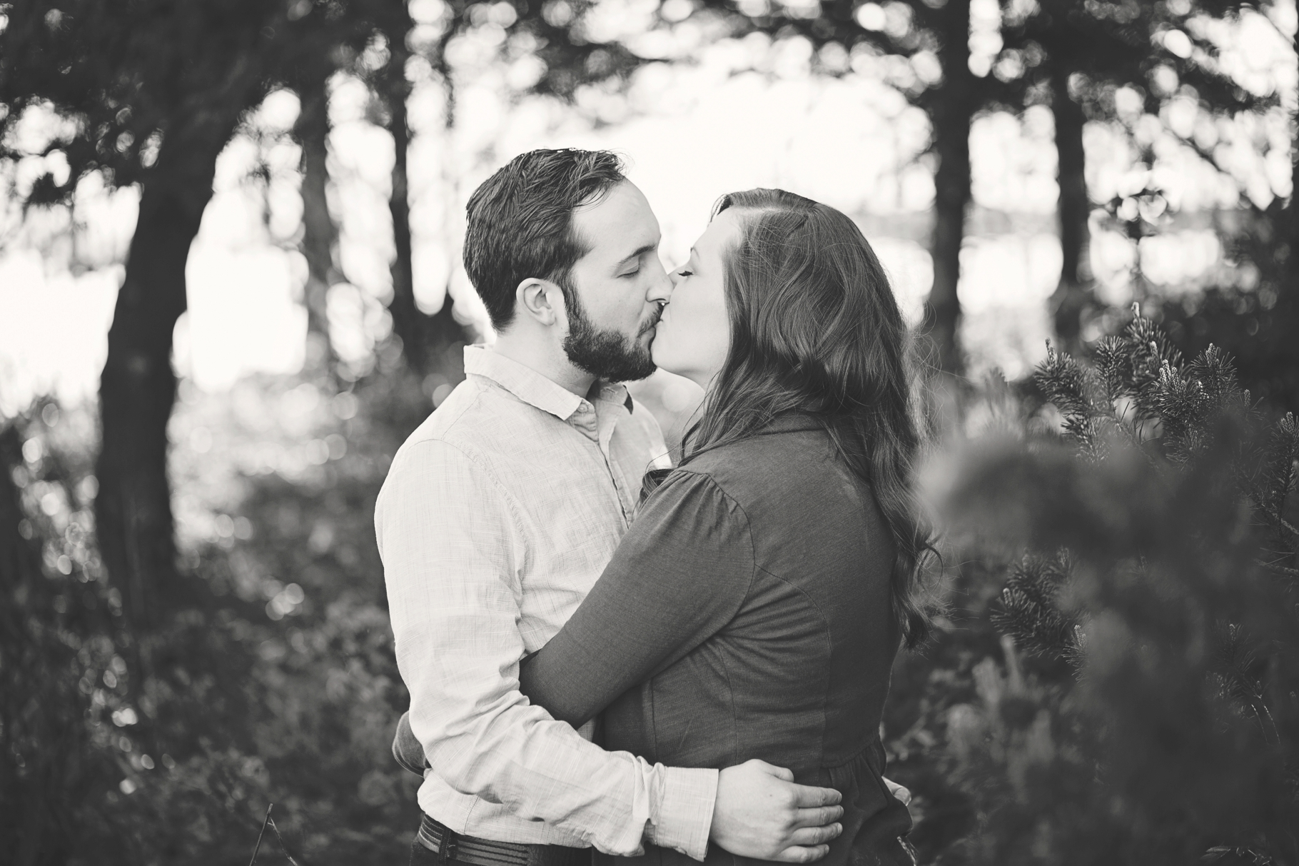 2-Engaged-Seattle-Waterfront-Myrtle-Edwards-Park-Driftwood-Woodland-Beach-Romantic-Enagement-Photographer-Wedding-Photography-by-Betty-Elaine