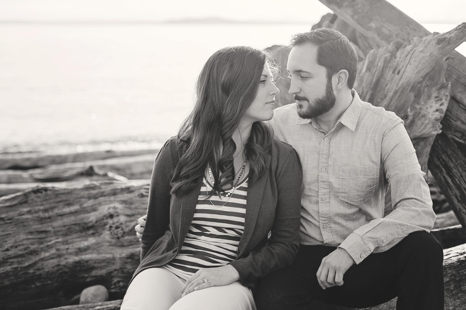 7-Pacfic-Northwest-Engaged-Seattle-Waterfront-Myrtle-Edwards-Park-Romantic-Ocean-Sunset-Driftwood-Beach-Enagement-Photographer-Wedding-Photography-by-Betty-Elaine