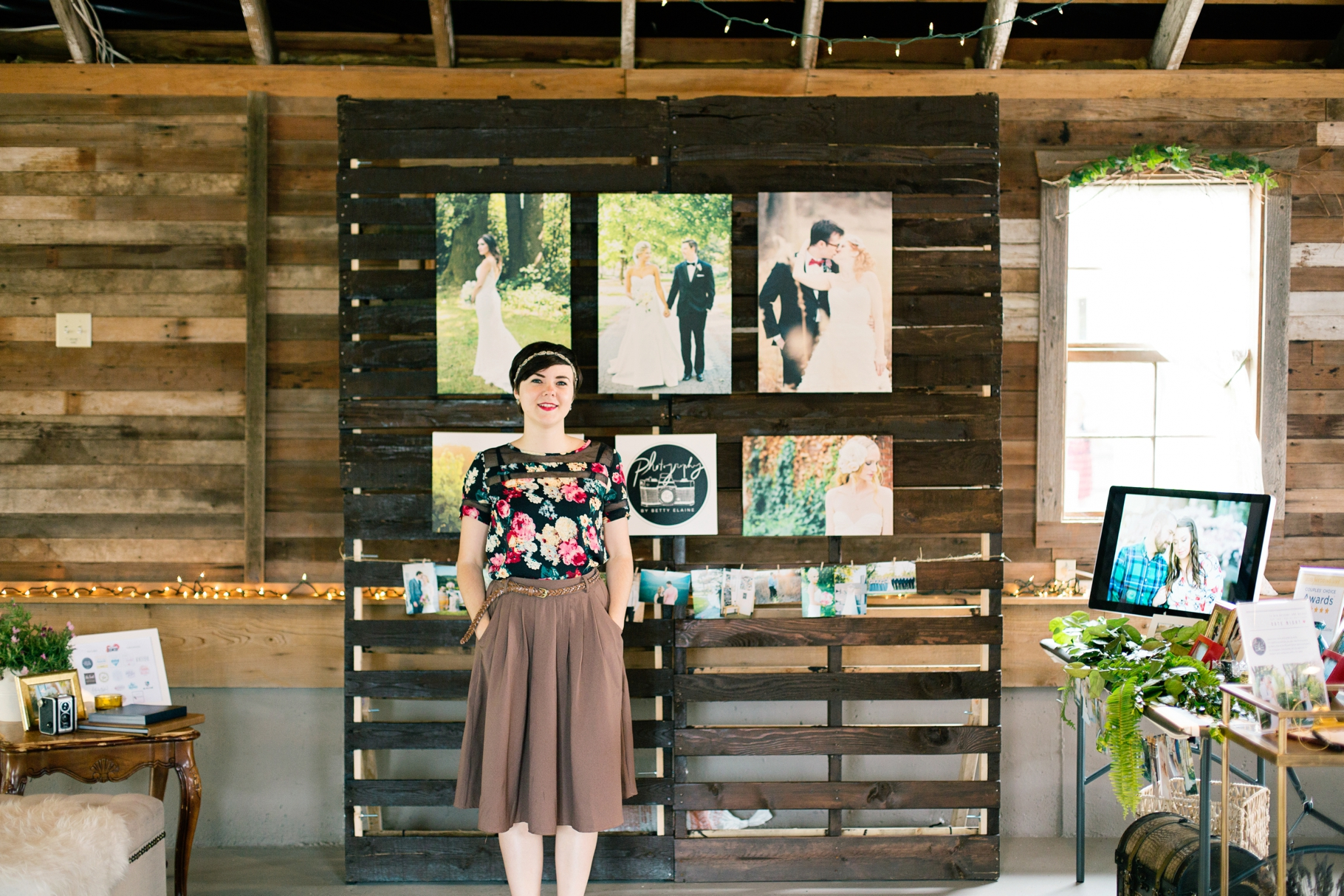 16-Craven-Farm-Pallet-Gallery-Display-Snohomish-Wedding-Tour-Seattle-Photographer-Photography-by-Betty-Elaine