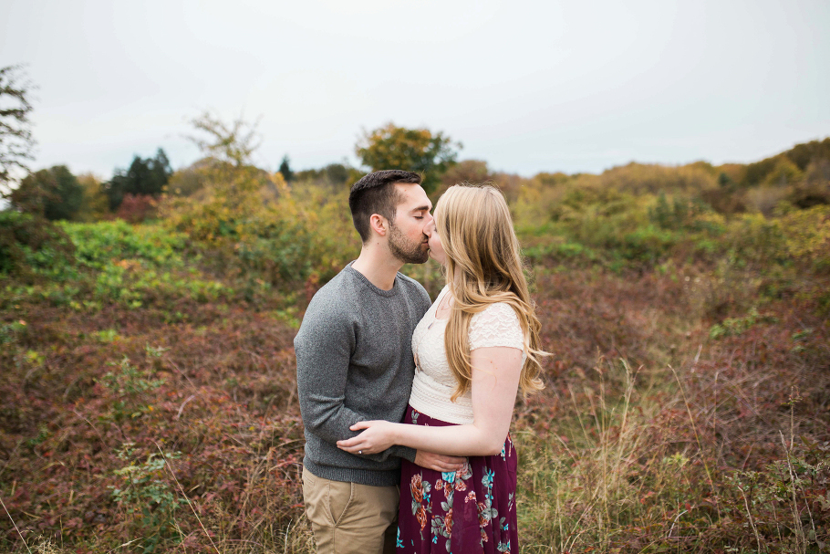 anniversary-fall-portrait-session-seattle-wedding-photographer-discovery-park_0001