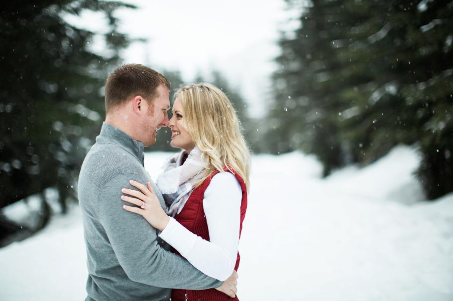 2-Snoqualmie-Pass-Snow-Winter-Adventure-Gold-Creek-Pond-Engagement-Elopement-Photography-Seattle-Wedding-Photographer