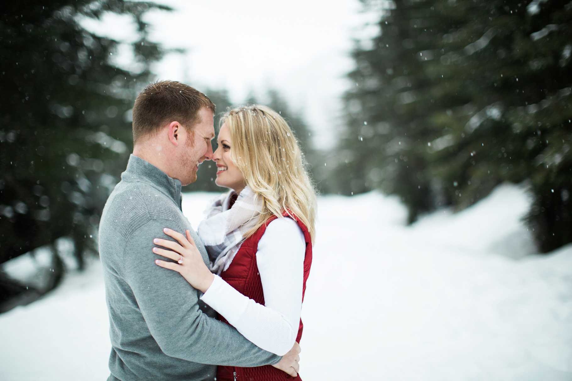 2-Snoqualmie-Pass-Snow-Winter-Adventure-Gold-Creek-Pond-Engagement-Elopement-Photography-Seattle-Wedding-Photographer