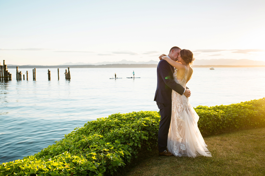 1-Ballard-Bay-Club-Seattle-Wedding-Photographer-sunset-portraits-summer-waterfront-venue
