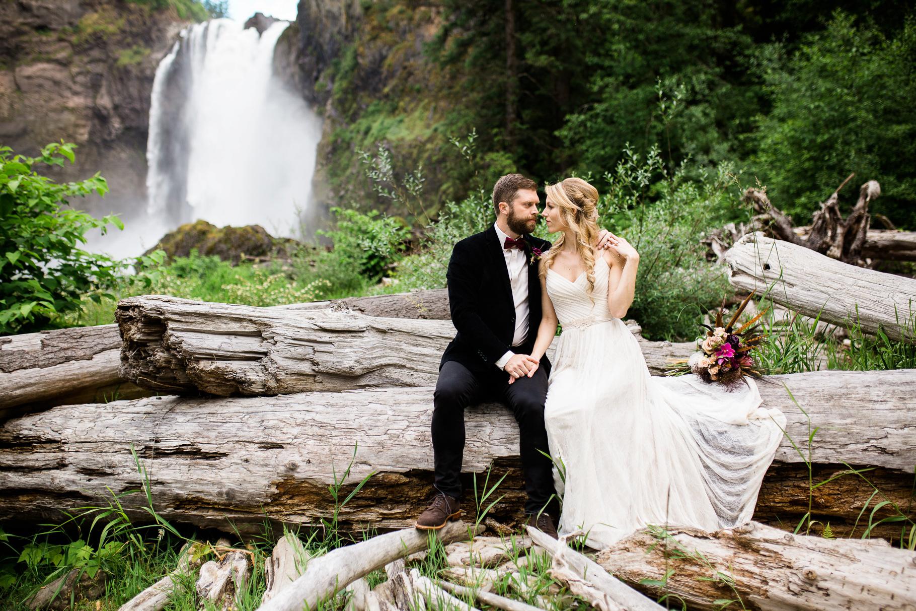 17-Adventure-Elopement-Waterfall-Seattle-Wedding-Photographer-Snoqualmie-Falls-Hike