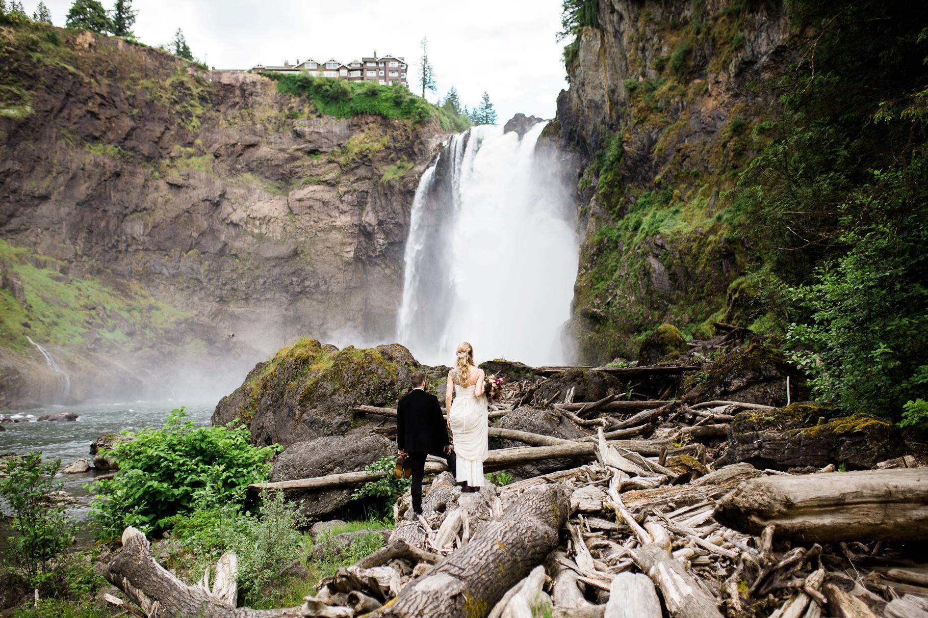 19-Adventure-Elopement-Waterfall-Seattle-Wedding-Photographer-Snoqualmie-Falls-Hike