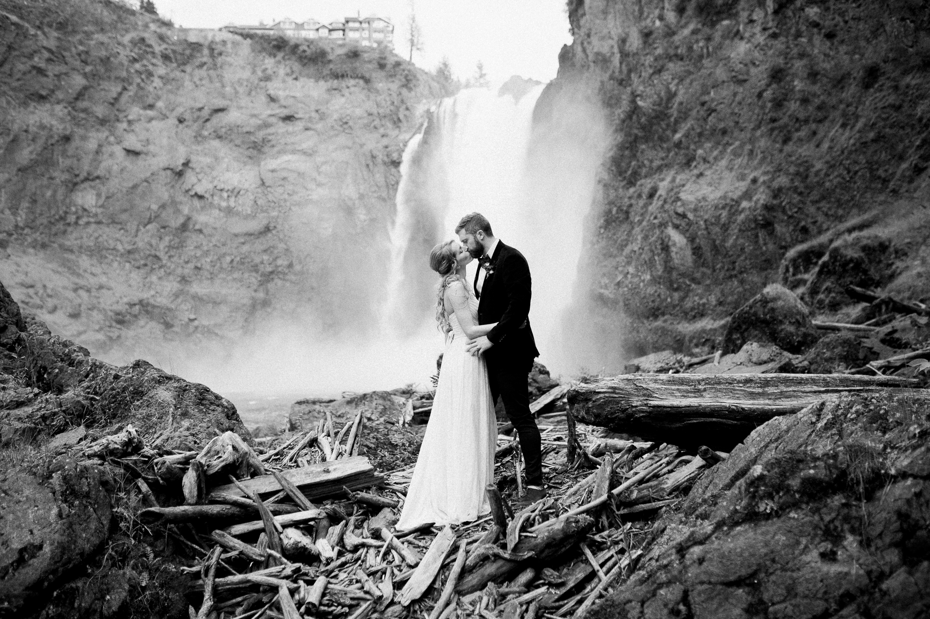 21-Adventure-Elopement-Waterfall-Seattle-Wedding-Photographer-Snoqualmie-Falls-Hike