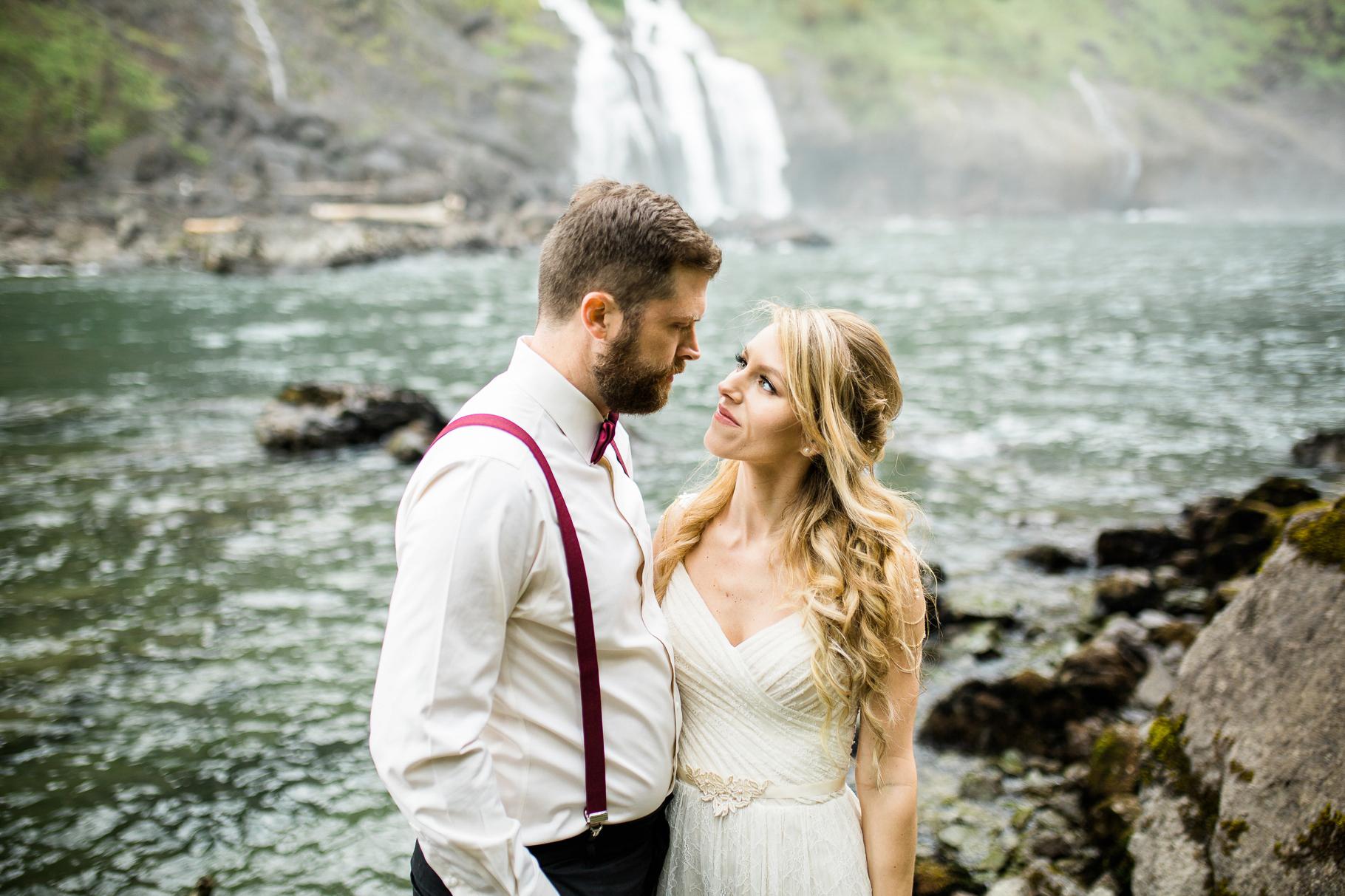 27-Adventure-Elopement-Waterfall-Seattle-Wedding-Photographer-Snoqualmie-Falls-Hike